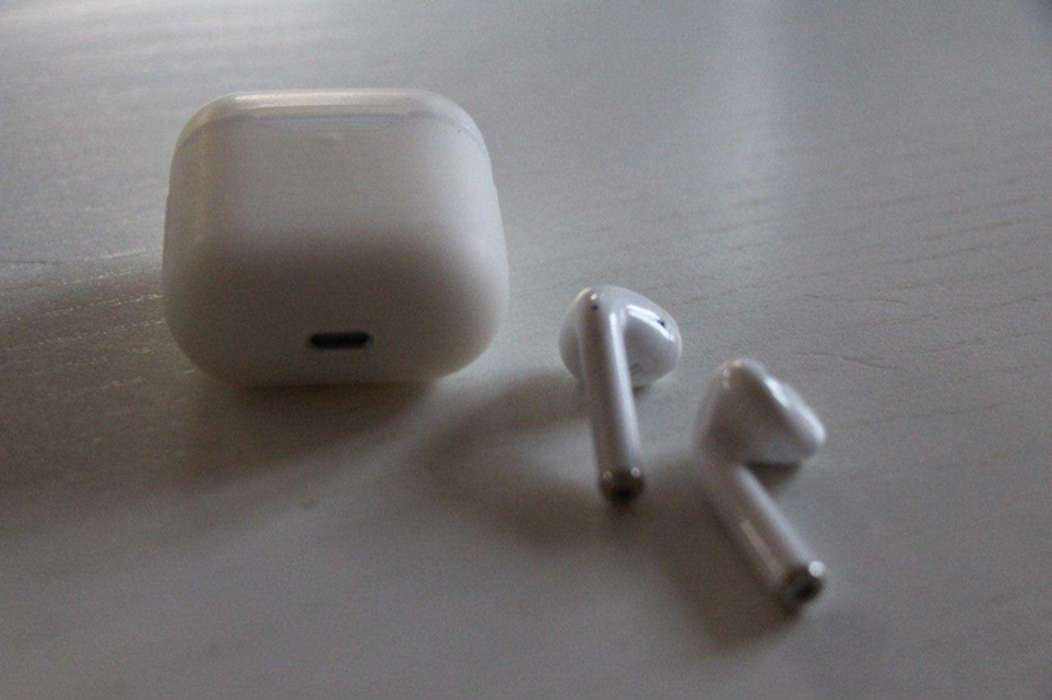 Apple AirPods 2  wireless iPoster.ua