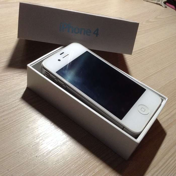 iPhone 4 8 GB White БУ iPoster.ua
