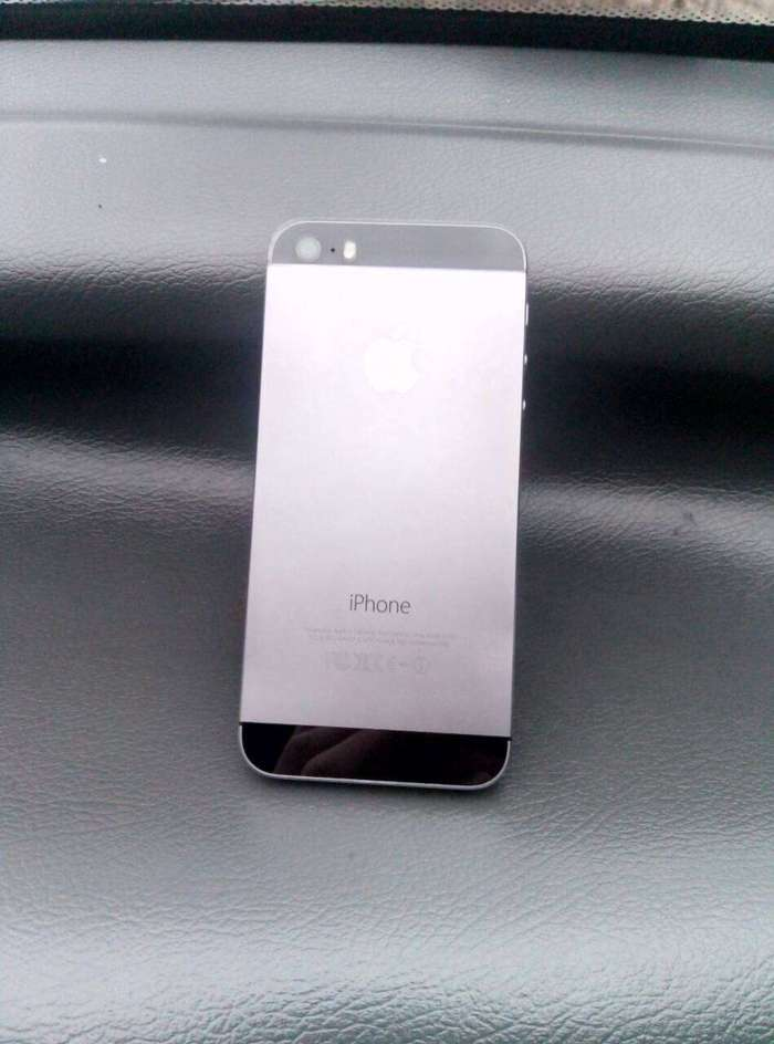 iPhone 5s 16 GB Space Gray iPoster.ua