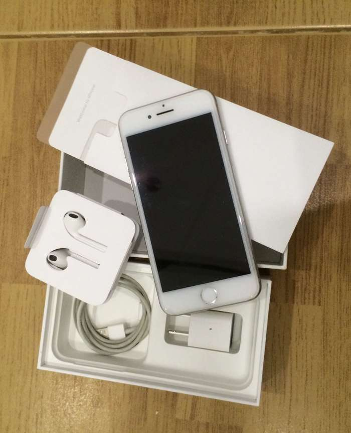iPhone 7 128 GB Silver БУ iPoster.ua