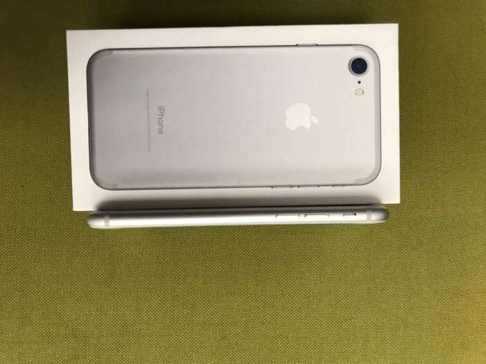 iPhone 7 32 GB Silver БУ iPoster.ua