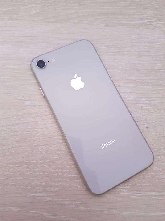 iPhone 8 64 GB Silver БУ iPoster.ua