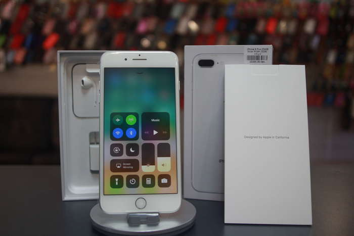 iPhone 8 Plus 64 GB Silver БУ iPoster.ua