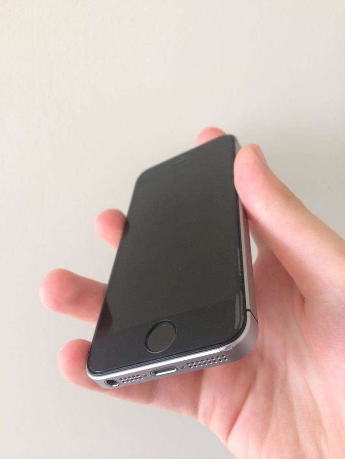 iPhone SE 128 GB Space Gray БУ iPoster.ua