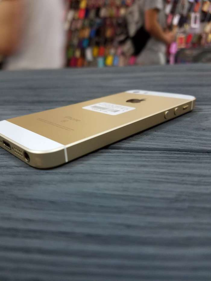 iPhone SE 16 GB Gold БУ iPoster.ua