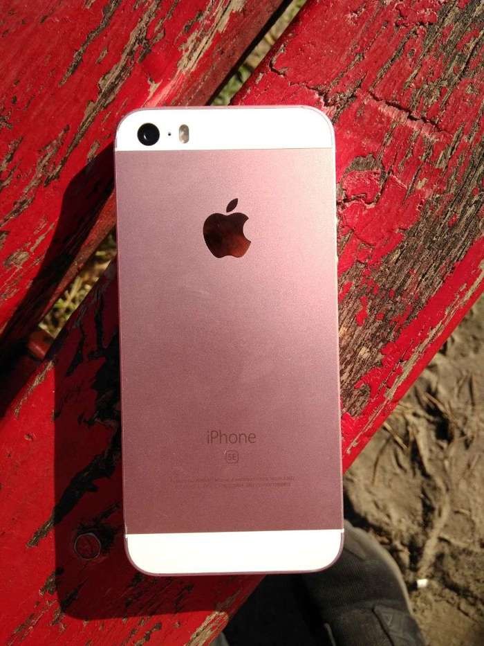 iPhone SE 16 GB Rose Gold БУ iPoster.ua