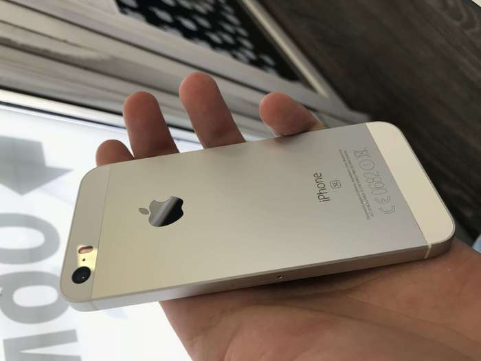 iPhone SE 64 GB Silver БУ iPoster.ua