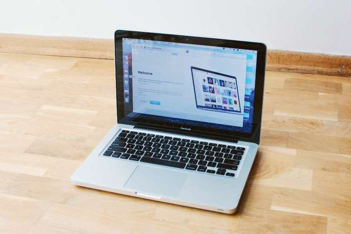 "MacBook 13"" Silver 2009 БУ iPoster.ua"