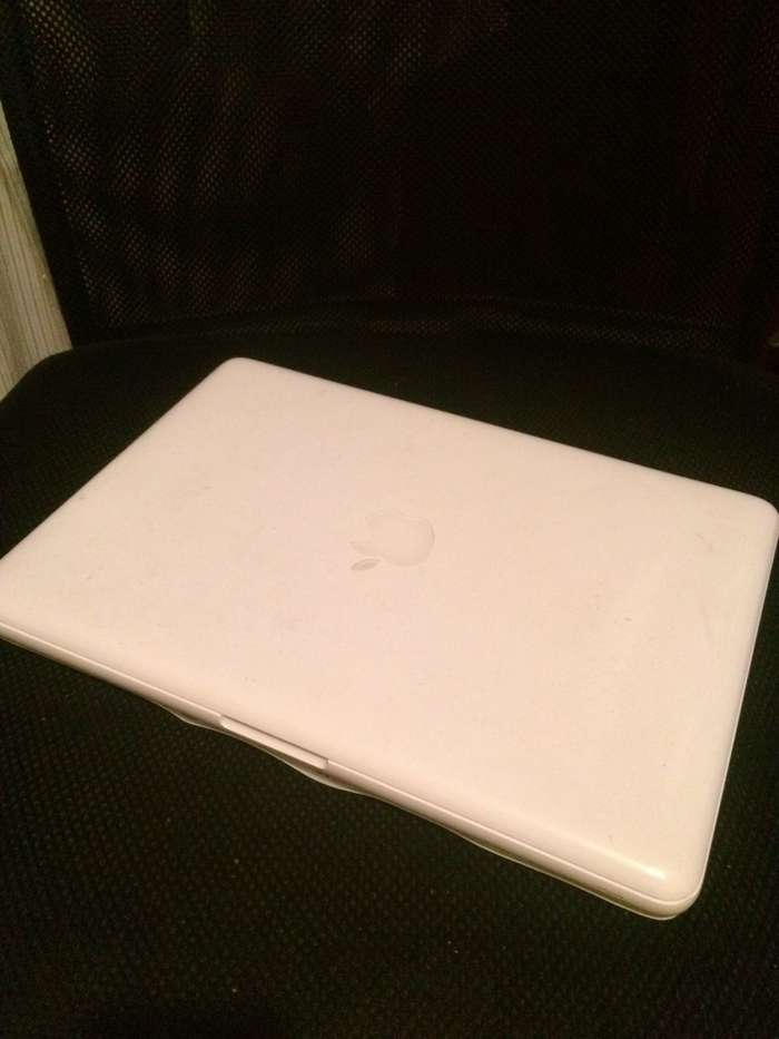 "MacBook 13"" White 2010 БУ iPoster.ua"